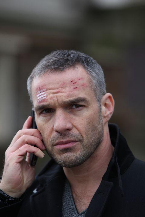 Kann Rocher (Philippe Bas) den wahren Mörder ausfindig machen? - Bildquelle: Xavier Cantat 2011 BEAUBOURG AUDIOVISUEL