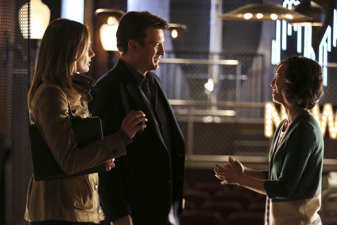 Ist Liz (Joy Omanski, r.) für Castle (Nathan Fillion, M.) und Kate (Stana Katic, l.) von Nutzen? - Bildquelle: John Fleenor ABC Studios / John Fleenor