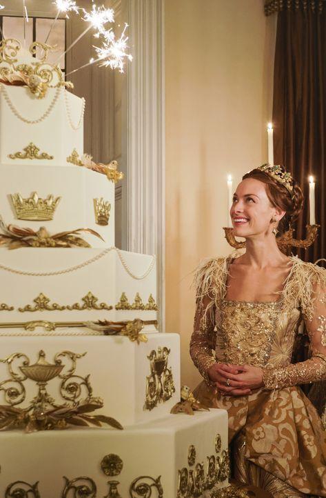 Noch kann Königin Elizabeth (Rachel Skarsten) ihren Geburtstag genießen. Doch die Wahl für einen der Hochzeitsbewerber steht noch aus ... - Bildquelle: Ben Mark Holzberg Ben Mark Holzberg/The CW -   2017 The CW Network, LLC. All Rights Reserved.