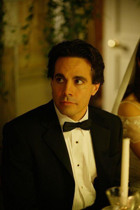 Auch Anthony (Mario Cantone) steht Charlotte an ihrem einzigartigen Tag bei ... - Bildquelle: Paramount Pictures