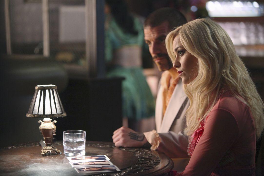 Haben Earl Moreland (Craig Gellis, l.) und seine Frau Kitty Canary (Lisa O'Hare, r.) etwas zu verbergen? - Bildquelle: 2010 American Broadcasting Companies, Inc. All rights reserved.