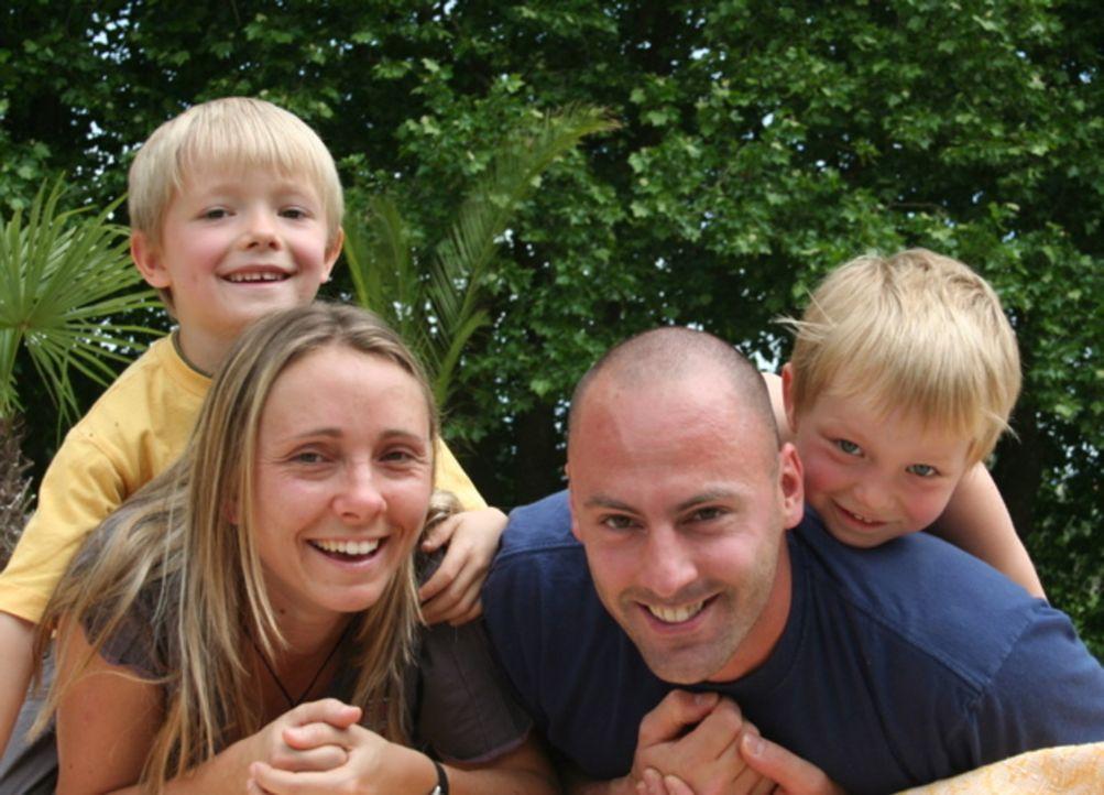 Wollen nach Tauranga in Neuseeland auswandern: Annett Hauck (l.) und ihr Lebensgefährte Frank Babic (r.) mit den beiden Kindern aus Annetts erster... - Bildquelle: kabel eins