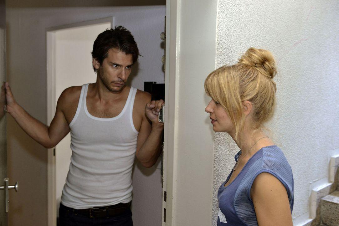 Mila (Susan Sideropoulos, r.) versucht alles, um Nick (Florian Odendahl, l.) zurück ins Heart-Boot zu holen. Doch das ist leichter gesagt, als getan... - Bildquelle: Oliver Ziebe SAT.1