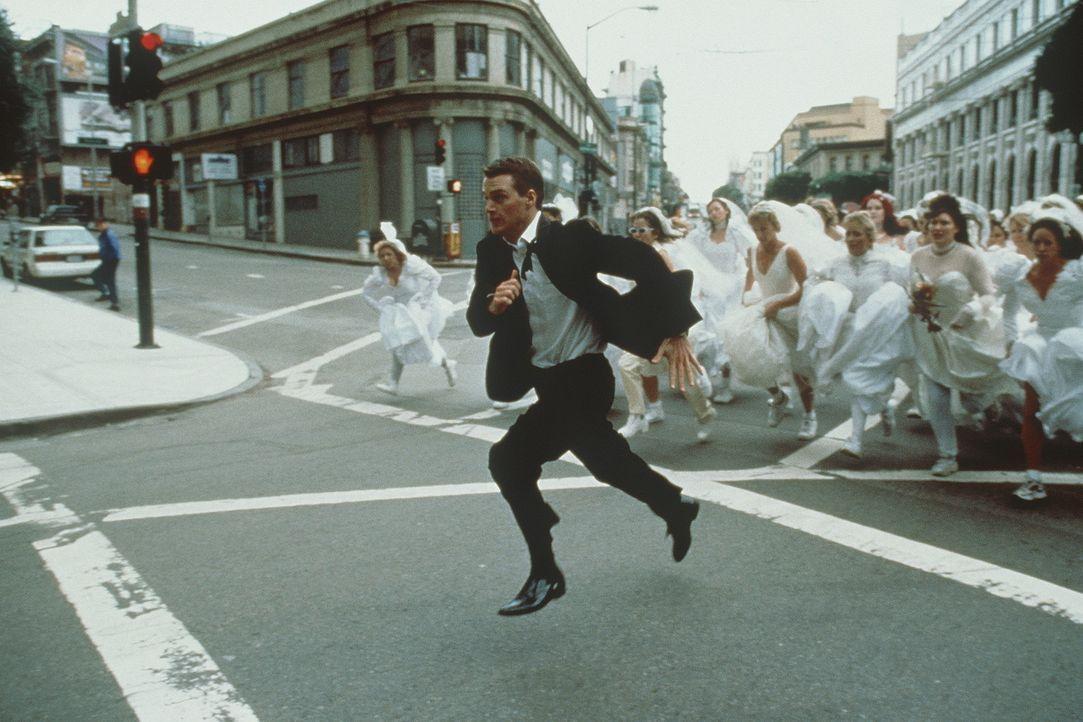 Auf der Flucht: Jimmy Shannon (Chris O'Donnell) vor heiratswilligen Bräuten ... - Bildquelle: New Line Cinema