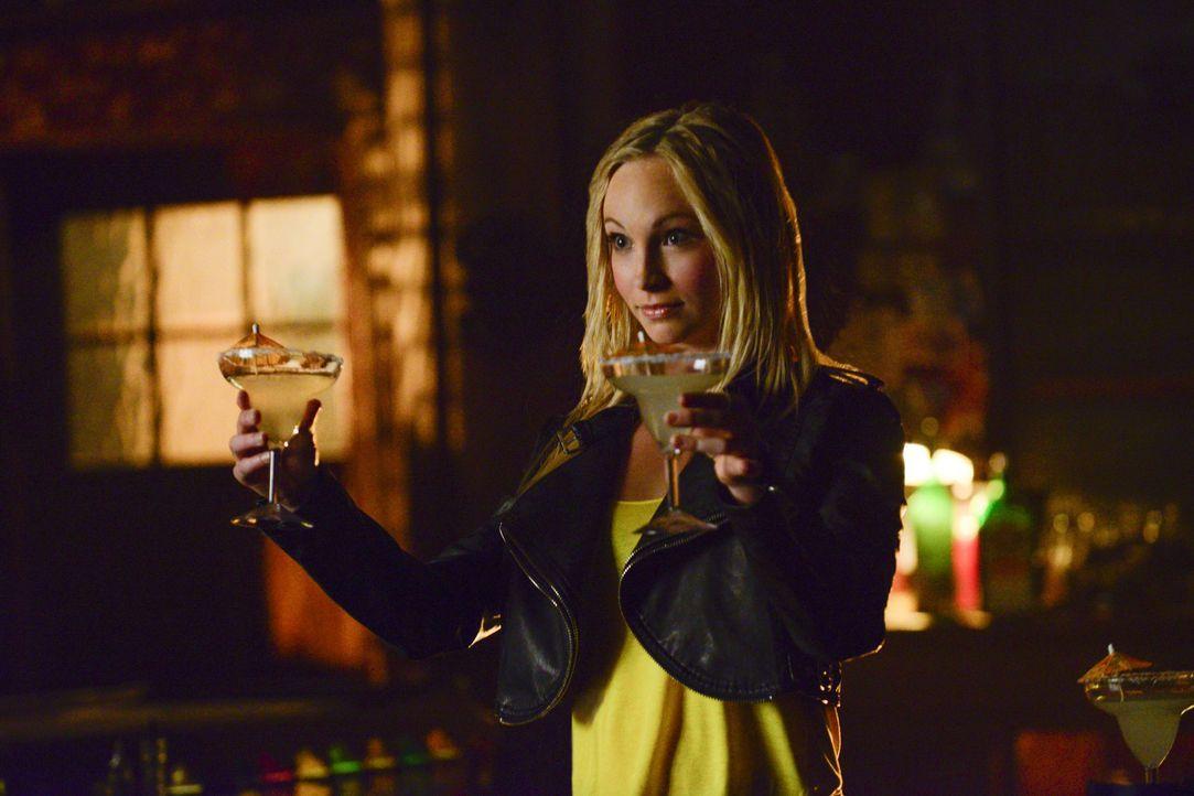 Caroline stellt alle Gefühle ab - Bildquelle: Warner Bros. Entertainment Inc.