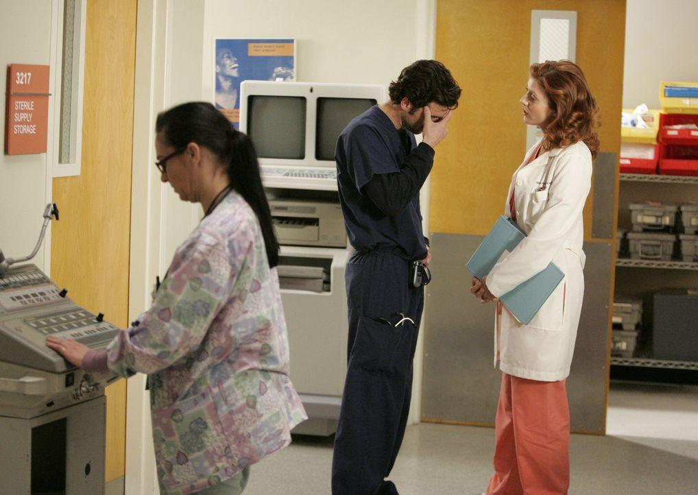 Dereks Frau Addison (Kate Walsh, r.) wurde nach Seattle geholt, um angeblich bei einem komplizierten Fall auszuhelfen. Derek (Patrick Dempsey, M.) i... - Bildquelle: Touchstone Television
