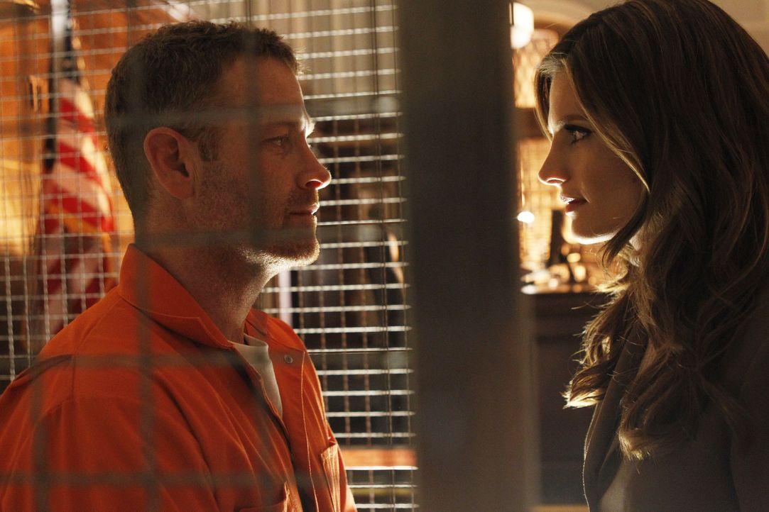 Beckett (Stana Katic, r.) macht mal wieder einen ihrer wöchentlichen Besuche im Gefängnis, muss dort aber feststellen, dass der Auftragsmörder Lockw... - Bildquelle: ABC Studios