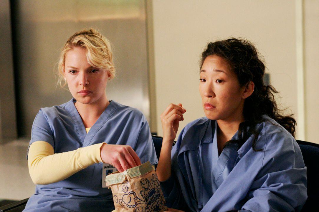 Gönnen sich eine kurze Verschnaufpause: Cristina (Sandra Oh, r.) und Izzie (Katherine Heigl, l.) ... - Bildquelle: Touchstone Television