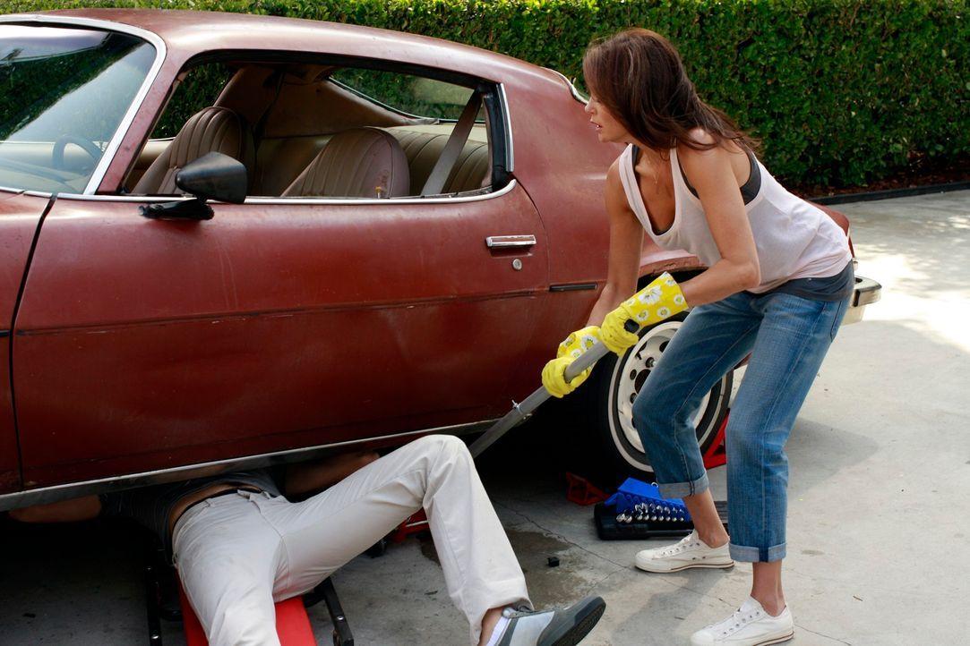 Susan (Teri Hatcher, r.) außer Rand und Band. Sie will sich an Danny (Beau Mirchoff, l.) rächen, da sie glaubt, er hat Julie angegriffen ... - Bildquelle: ABC Studios