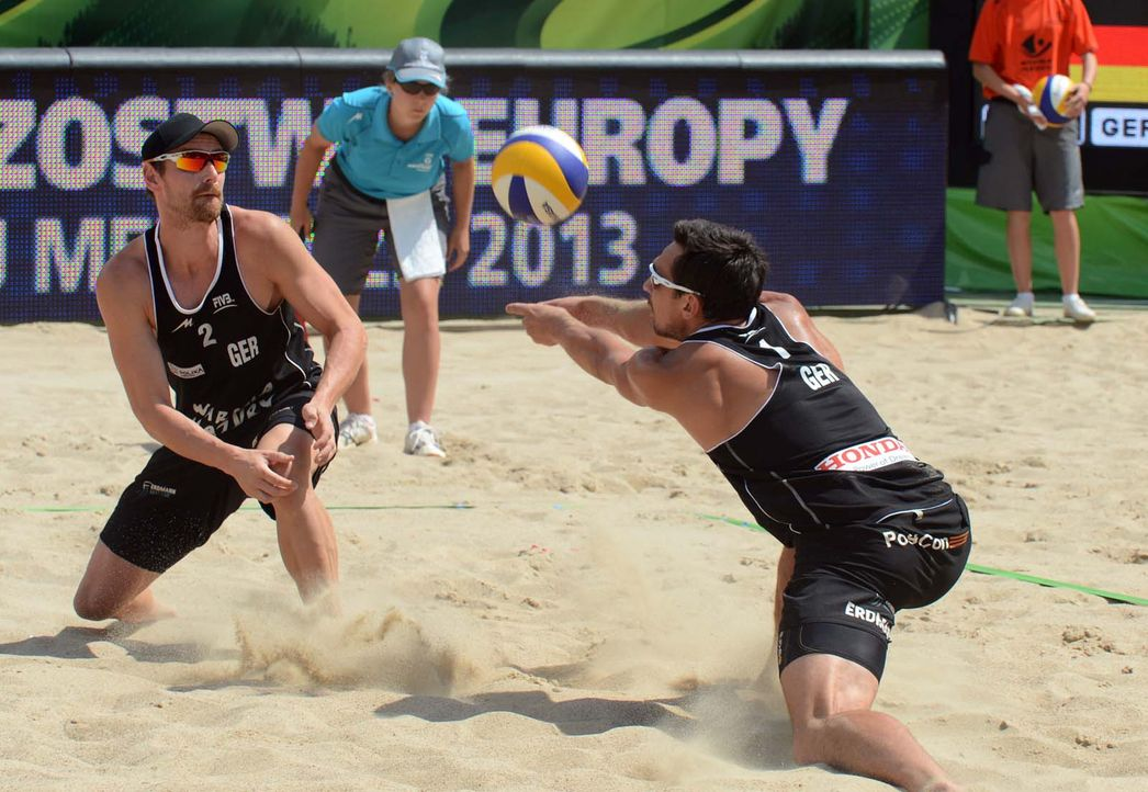 Wer sind die besten Beachvolleyballer des Kontinents? Bei der EM in Klagenfurt kämpfen jeweils 32 Männer- und Frauen-Teams um den Titel unter ande... - Bildquelle: FIVB