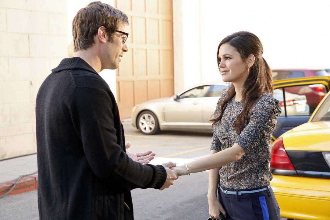 Die zahlreichen Probleme bei der Renovierung ihres Hauses stellen auch die Beziehung zwischen Joel (Josh Cooke, l.) und Zoe (Rachel Bilson, r.) auf... - Bildquelle: Warner Brothers
