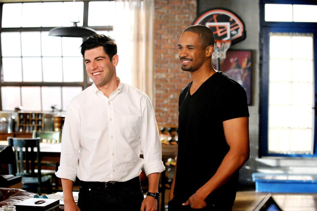 Ihre angeblich unglaubliche Schönheit stellt Schmidt (Max Greenfield, l.) und Coach (Damon Wayans Jr., r.) vor seelische Herausforderungen, bis Cece... - Bildquelle: 2014 Twentieth Century Fox Film Corporation. All rights reserved.