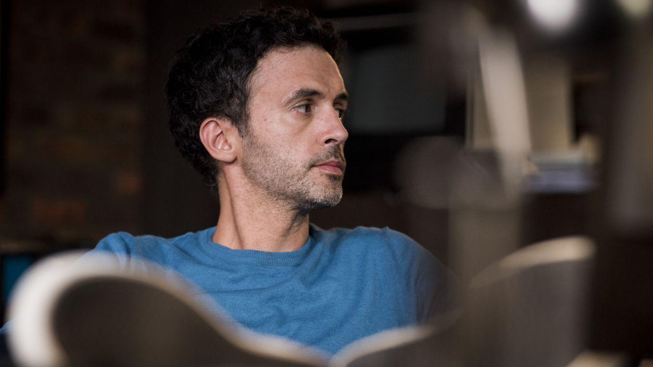 Hyppolite (Raphaël Ferret) - Bildquelle: Nicolas Roucou 2019 BEAUBOURG AUDIOVISUEL / TF1 / Nicolas Roucou