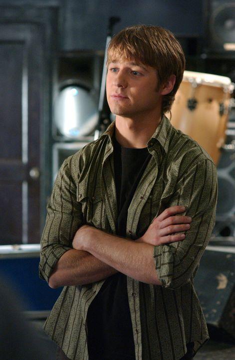 Ryan (Benjamin McKenzie) muss sich mit einem neuen Mädchen an der Schule auseinandersetzen, während Marissa der Einsamkeit nicht entrinnen kann ... - Bildquelle: Warner Bros. Television