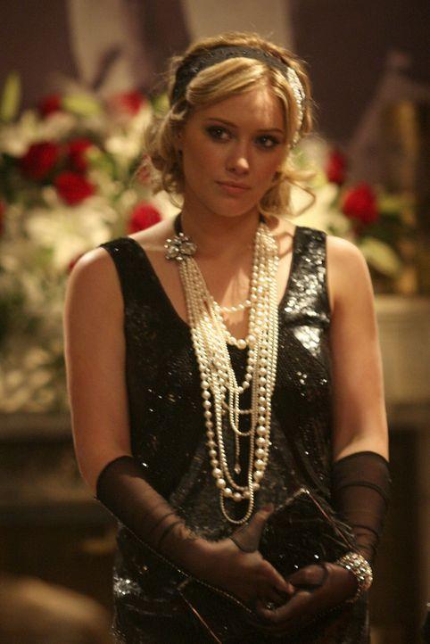 Mit der prominenten Hilfe von Weltstar Olivia (Hilary Duff) kann sich Chuck einem Medienrummel um seinen Club sicher sein. - Bildquelle: Warner Brothers