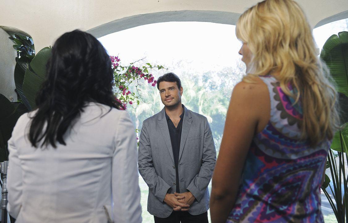 Jules (Courteney Cox, l.) und Laurie (Busy Philipps, r.) haben es mit Jeff (Scott Foley, M.) nicht sonderlich leicht, denn zum wiederholten Male sie... - Bildquelle: 2009 ABC INC.