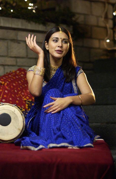 Rahul braucht eine indische Frau, damit seine schwangere Schwester heiraten darf. Auf seiner Suche trifft er Sue (Lisa Ray) ... - Bildquelle: Universum Film