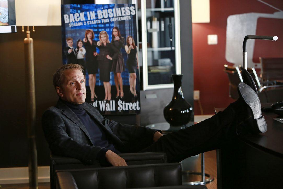 """Die Realityshow """"The Wives of Wall Street"""" wird von Peter Monroe (Patrick Fabian) produziert. Als eine der Protagonistinnen ermordet wird, gerät auc... - Bildquelle: 2013 American Broadcasting Companies, Inc. All rights reserved."""