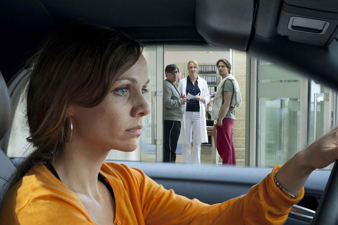 Kerstin (Nadja Becker) kann es nicht fassen: Nach einem einmaligen Ausrutscher ist sie nun ungewollt schwanger! Doch das größte Problem ist die Frag... - Bildquelle: SAT.1
