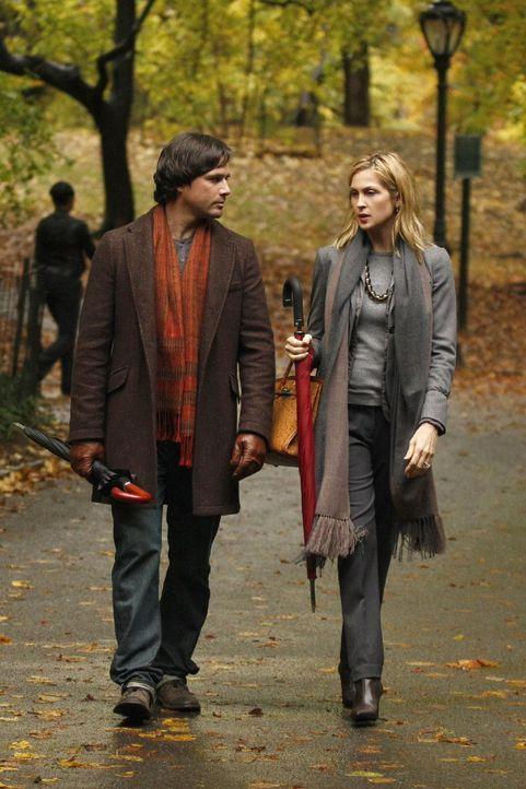 Lily (Kelly Rutherford, r.) und Rufus (Matthew Settle, l.) beschließen, es endlich miteinander zu versuchen. Zu diesem Zweck verreisen die beiden, u... - Bildquelle: Warner Brothers