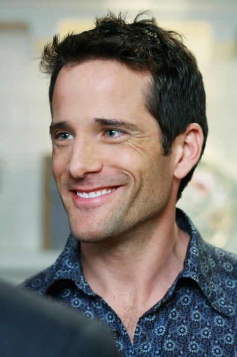 Tom will unbedingt das Geheimnis seines jugendlichen Aussehen wissen: Bill (Todd Cahoon) ... - Bildquelle: ABC Studios