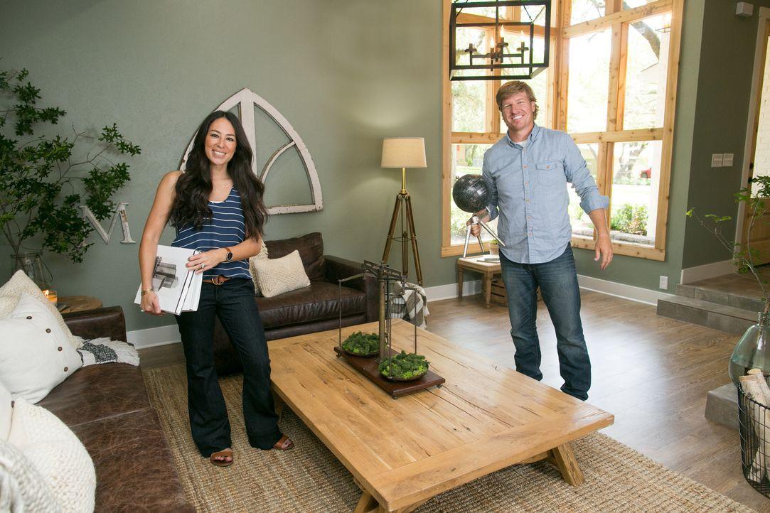 Um die Morgans mit einem atemberaubenden Wohlfühl-Haus zu beglücken, legen sich Joanna (l.) und Chip (r.) dieses Mal ganz besonders ins Zeug. Vor al... - Bildquelle: Rachel Whyte 2016, HGTV/Scripps Networks, LLC. All Rights Reserved.