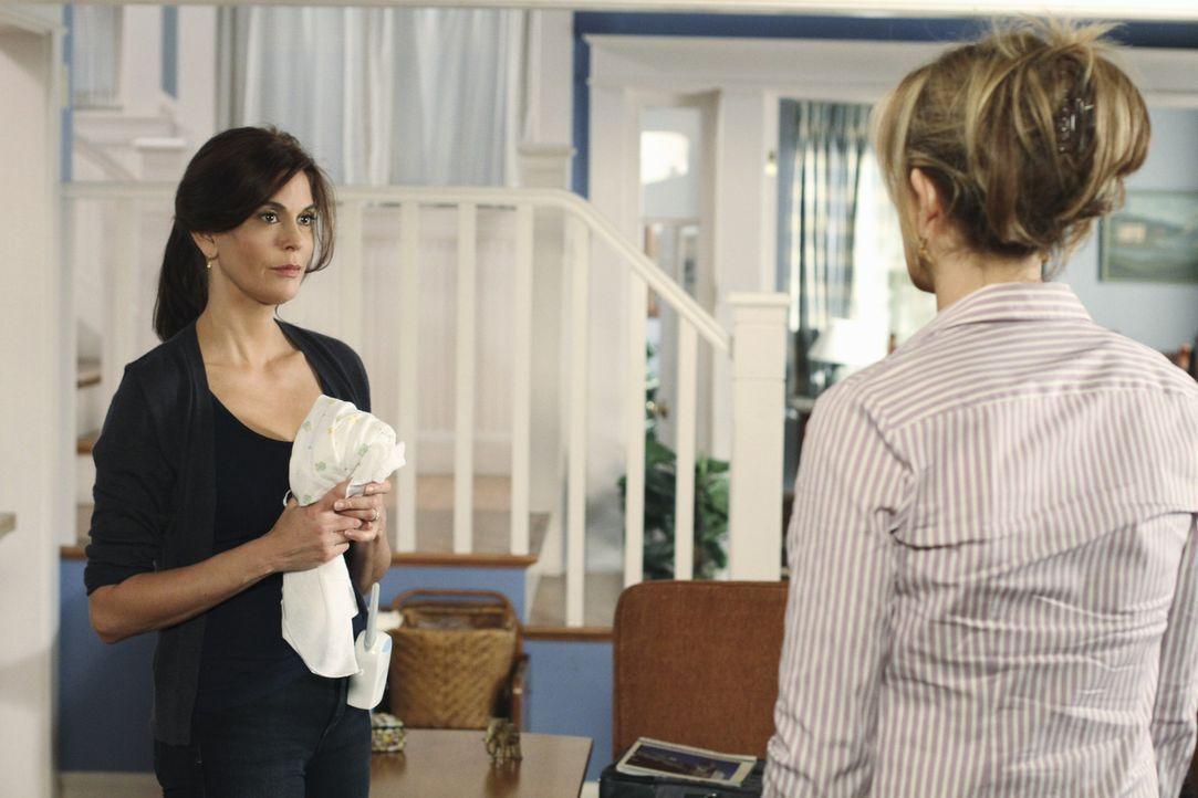 Renee und Lynette (Felicity Huffman, r.) wollen ein Innenarchitekturunternehmen gründen und bitten Susan um Hilfe - als Kindermädchen für Paige. Sus... - Bildquelle: ABC Studios