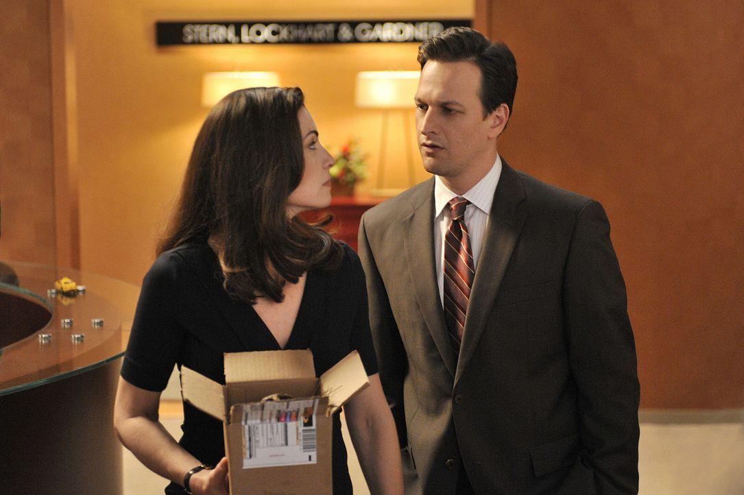 In der Kanzlei Stern, Lockhart und Gardner (Josh Charles, r.) stehen Entlassungen bevor. Alicia (Julianna Margulies, l.) hofft, mit ihrem neuen Fall... - Bildquelle: CBS Studios Inc. All Rights Reserved.