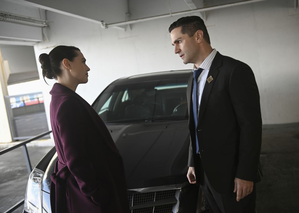 Lena (Katie McGrath, l.); Ben (Sam Witwer, r.) - Bildquelle: Sergei Bachlakov 2018 The CW Network, LLC. All Rights Reserved.