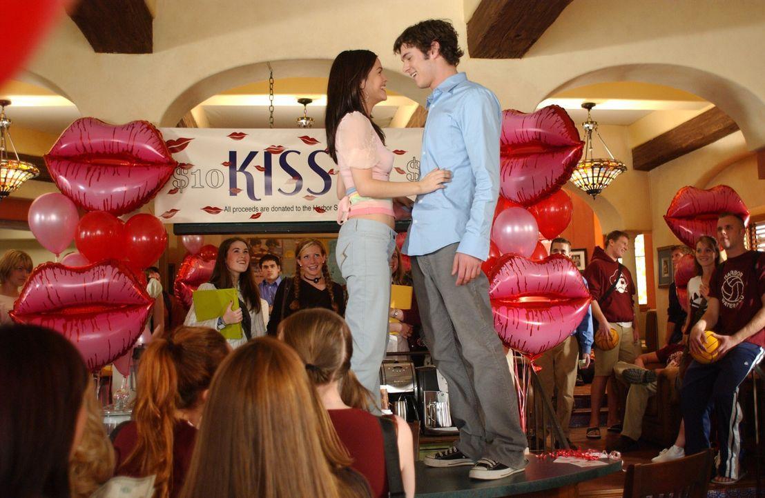 Seths (Adam Brody, r.) Plan mit Summer (Rachel Bilson, l.) geht auf ... - Bildquelle: Warner Bros. Television