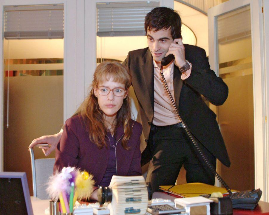 Auch das noch: David (Mathis Künzler, r.) arrangiert für Lisa (Alexandra Neldel, l.) ein Treffen mit Blum. (Dieses Foto von Alexandra Neldel darf... - Bildquelle: Sat.1