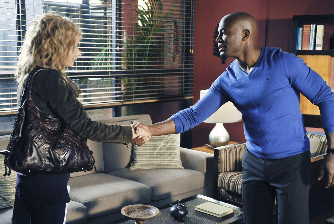 Maya und ihr Freund Dink wollen heiraten. Während Naomi mit dieser Situation völlig überfordert ist, entscheiden Sam (Taye Diggs, r.) und Dinks Mutt... - Bildquelle: ABC Studios