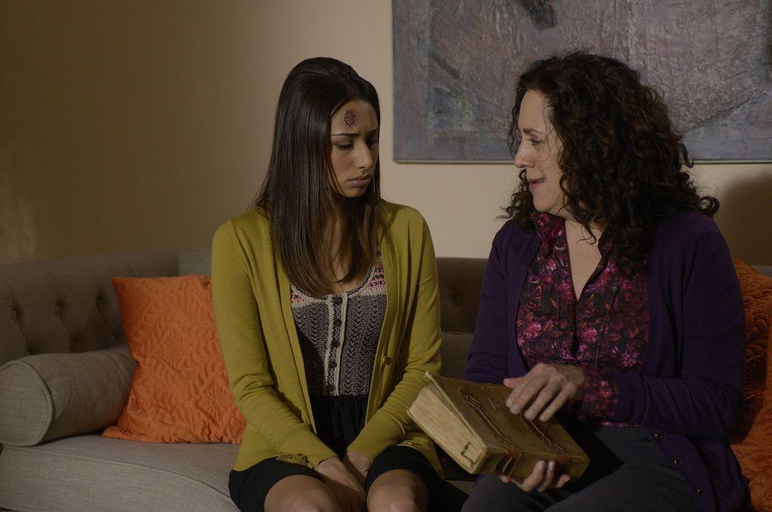 Wird Ilana (Ellen David, r.) Sally (Meaghan Rath, l.) weiterhelfen können? - Bildquelle: Phillipe Bosse 2013 B.H. 2 Productions (Muse) Inc. ALL RIGHTS RESERVED.