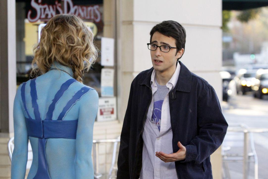 Max (Josh Zuckerman, r.) erklärt Naomi (AnnaLynne McCord, l.), dass sie nicht sein Typ ist ... - Bildquelle: TM &   CBS Studios Inc. All Rights Reserved