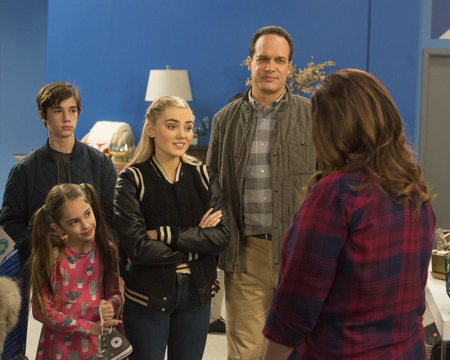 (v.l.n.r.) Oliver (Daniel DiMaggio); Anna-Kat (Julia Butters); Taylor (Meg Donnelly); Greg (Diedrich Bader); Katie (Katy Mixon) - Bildquelle: Michael Ansell 2017 American Broadcasting Companies, Inc. All rights reserved. / Michael Ansell