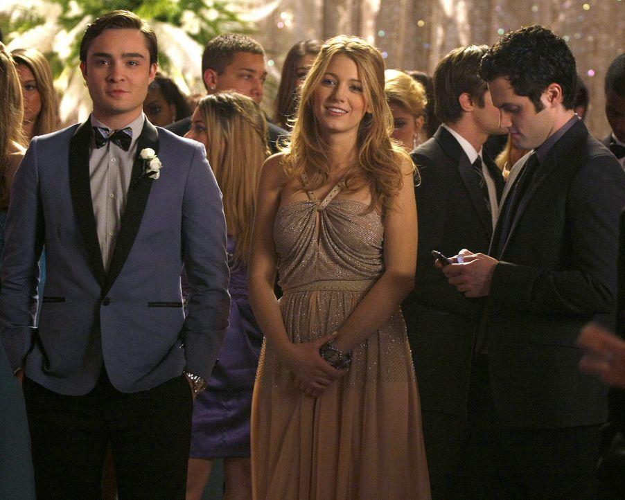 Chuck (Ed Westwick, l.), Serena (Blake Lively, M.) und Dan (Penn Badgley, r.) sind glücklich, dass Blairs Traum in Erfüllung gegangen ist ... - Bildquelle: Warner Brothers