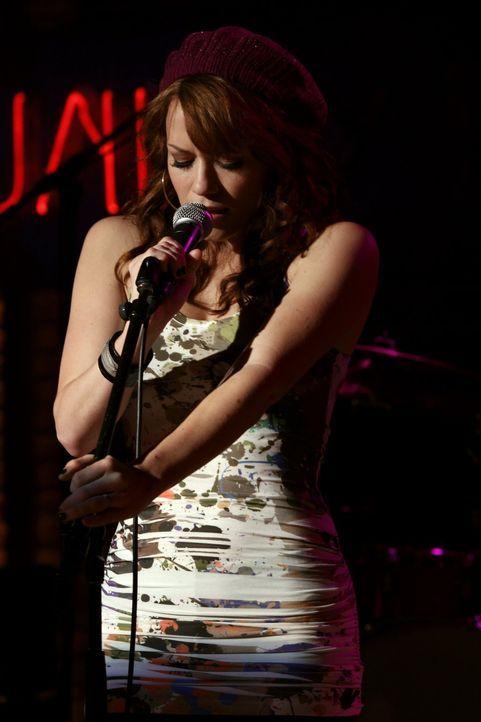 Haley (Bethany Joy Galeotti) traut sich wieder auf die Bühne ... - Bildquelle: Warner Bros. Pictures