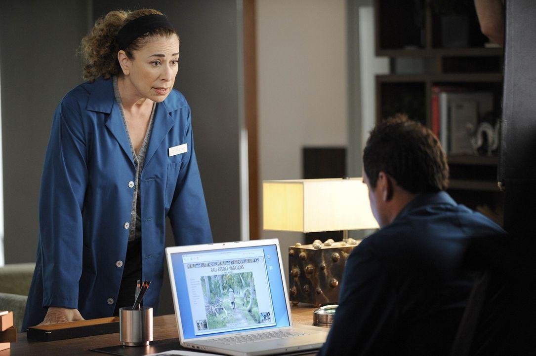 Liz (Maffia Roma, l.) macht sich große Sorgen um Christan (Julian McMahon, r.) ... - Bildquelle: Warner Bros. Entertainment Inc. All Rights Reserved.