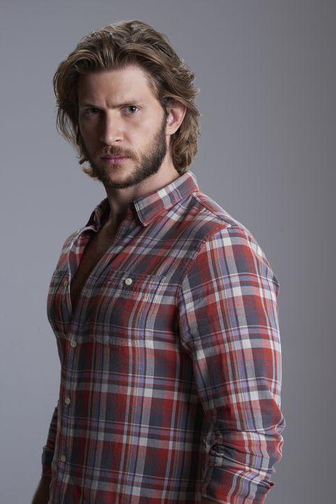 (2. Staffel) - Clay (Greyston Holt) wird nach und nach bewusst, dass es mehr Mächte gibt, als er immer geglaubt hat ... - Bildquelle: 2015 She-Wolf Season 2 Productions Inc.