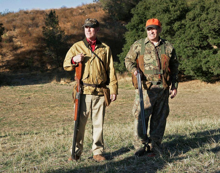 Sind für Robert der Schlüssel zum Gouverneursposten: Gordon Alexander (Cotter Smith, l.) und Senator Wade Newman (David Brisbin, r.) ... - Bildquelle: 2008 ABC INC.