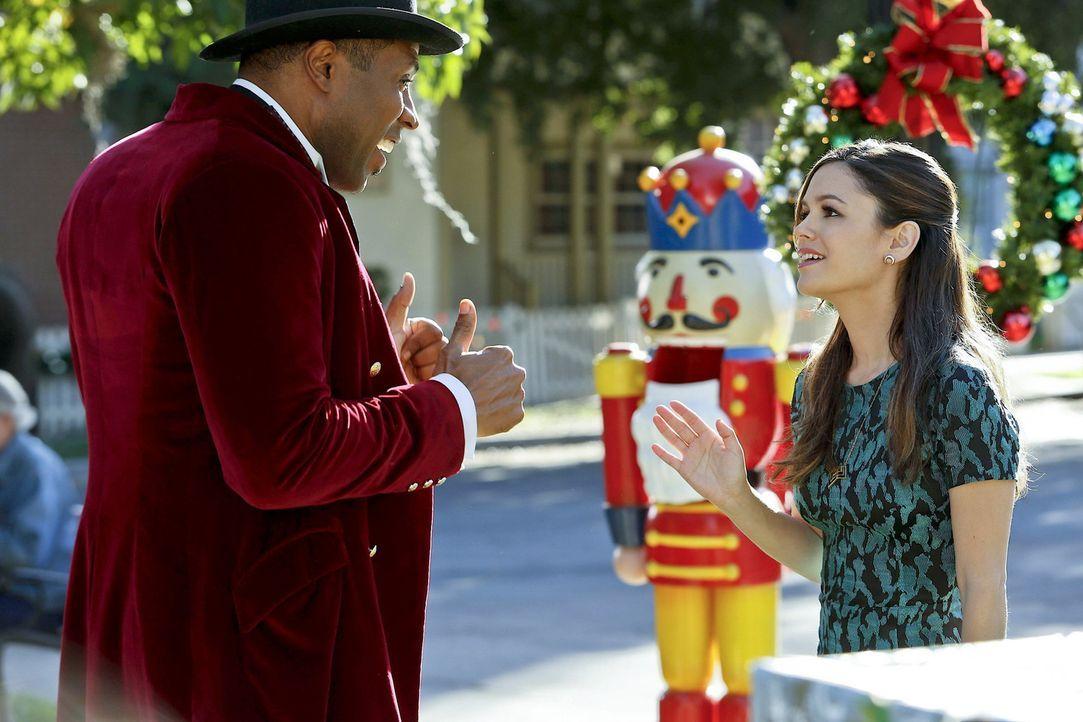 Schafft Zoe (Rachel Bilson, r.) es noch rechtzeitig, den schönsten Tag für Lavon (Cress Williams, l.) zu retten? - Bildquelle: Warner Bros.