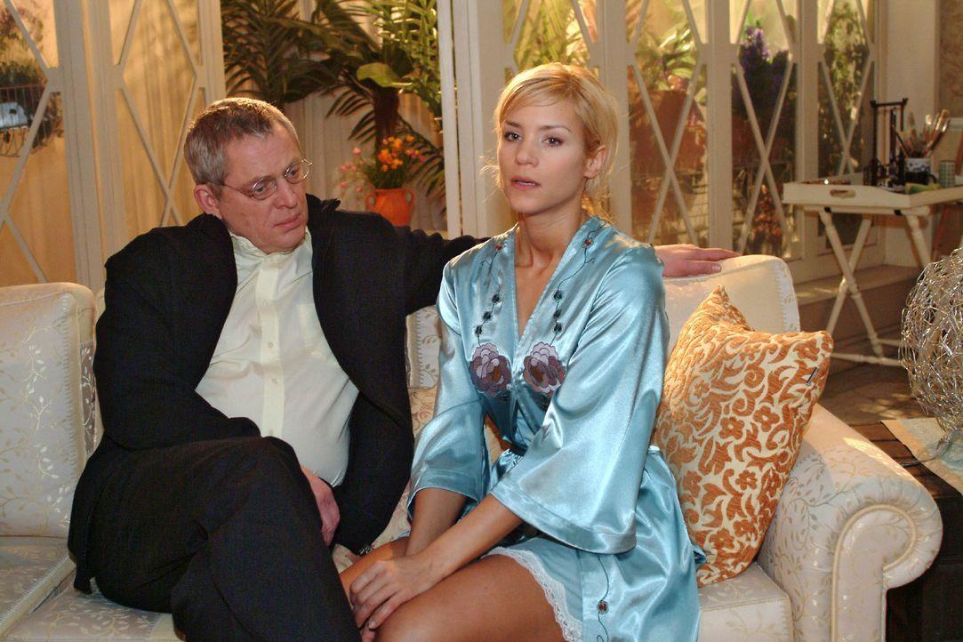 Sabrina (Nina-Friederike Gnädig, r.) versucht Friedrich (Wilhelm Manske, l.) davon zu überzeugen, dass sie noch nicht in der Lage ist, wieder zur Ar... - Bildquelle: Noreen Flynn SAT.1 / Noreen Flynn