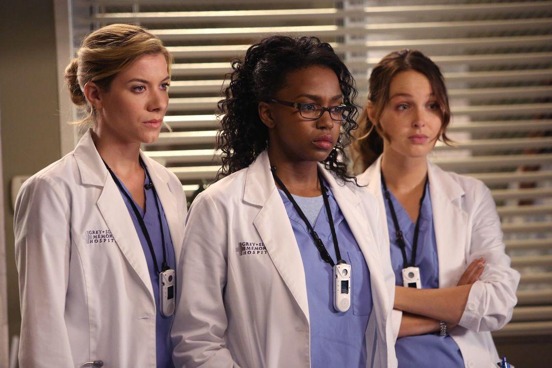 Der plötzliche Tod einer Kollegin lässt die jungen Ärzte Leah (Tessa Ferrer, l.), Stephanie (Jerrika Hinton, M.) und Jo (Camilla Luddington, r.)... - Bildquelle: ABC Studios