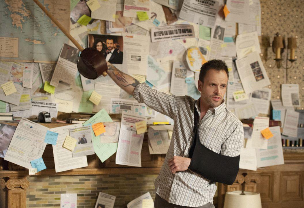 Versucht alles, um Irenes alias Moriartys Pläne zu durchkreuzen: Sherlock Holmes (Jonny Lee Miller) ... - Bildquelle: CBS Television