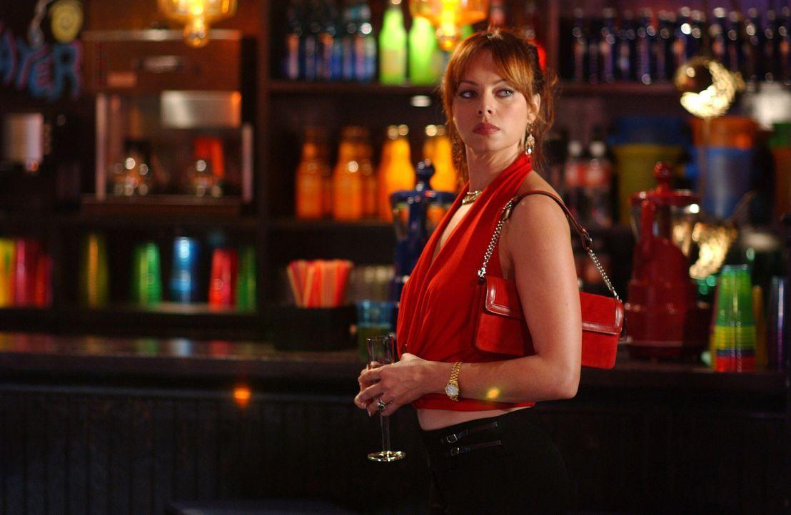 """Julie (Melinda Clarke) plant ein Fotoshooting mit dem """"Riviera Magazine"""", damit sind jedoch weder Marissa noch Caleb damit einverstanden... - Bildquelle: Warner Bros. Television"""