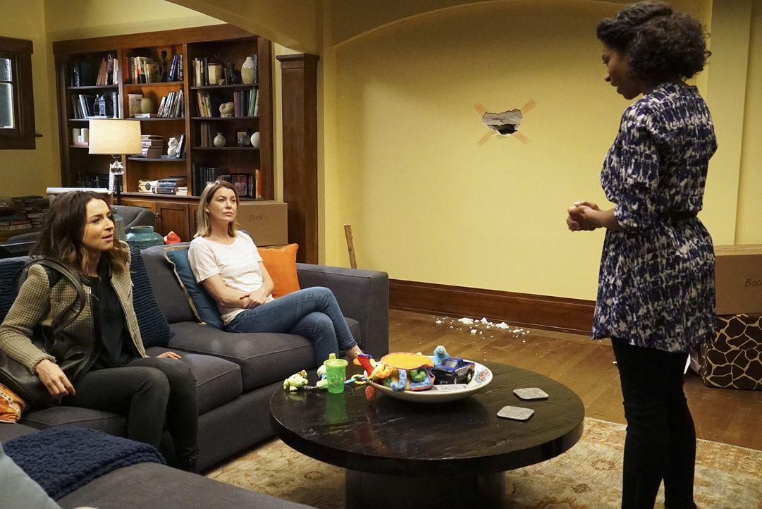 Meredith (Ellen Pompeo, M.) und Amelia (Caterina Scorsone, l.) geraten immer wieder aneinander. Maggie (Kelly McCreary, r.) versucht alles, um zu sc... - Bildquelle: Richard Cartwright ABC Studios