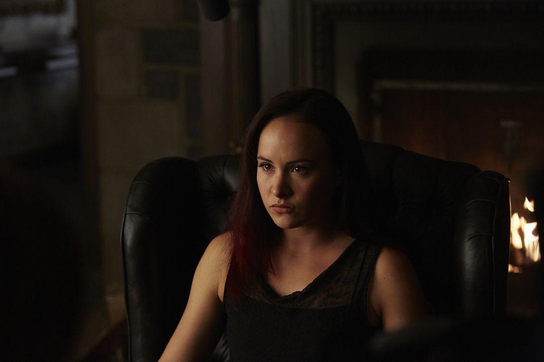Während sich Paige (Tommie-Amber Pirie) machtlos fühlt, probiert Savannah ihre ersten Kräfte aus ... - Bildquelle: 2015 She-Wolf Season 2 Productions Inc.