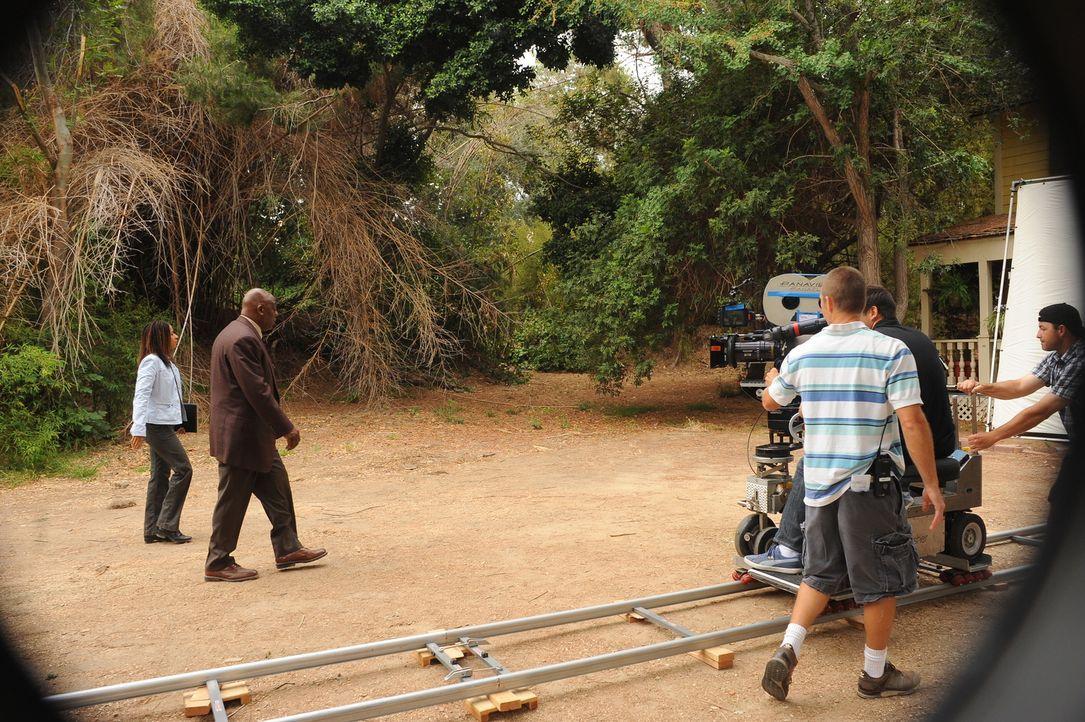 """Bei den Dreharbeiten zu """"Cold Case"""" - Bildquelle: Warner Bros. Television"""
