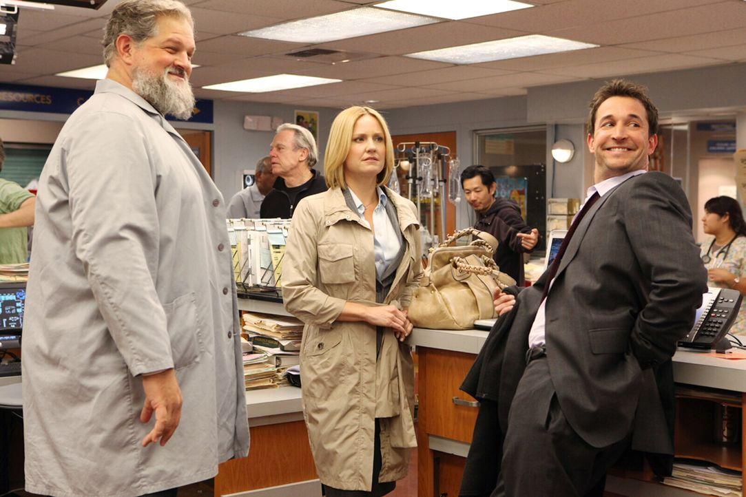 Wiedersehen unter alten Kollegen: Carter (Noah Wyle, r.) führt Susan (Sherry Stringfield, M.) durchs County. Auch Jerry (Abraham Benrubi, l.) erinn... - Bildquelle: Warner Bros. Television