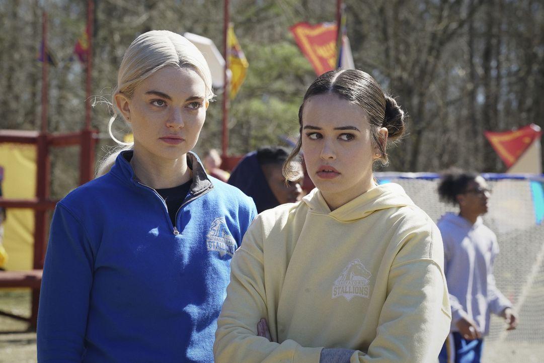 Lizzie Saltzman (Jenny Boyd, l.); Josie Saltzman (Kaylee Bryant, r.) - Bildquelle: 2021 The CW Network, LLC. All rights reserved.